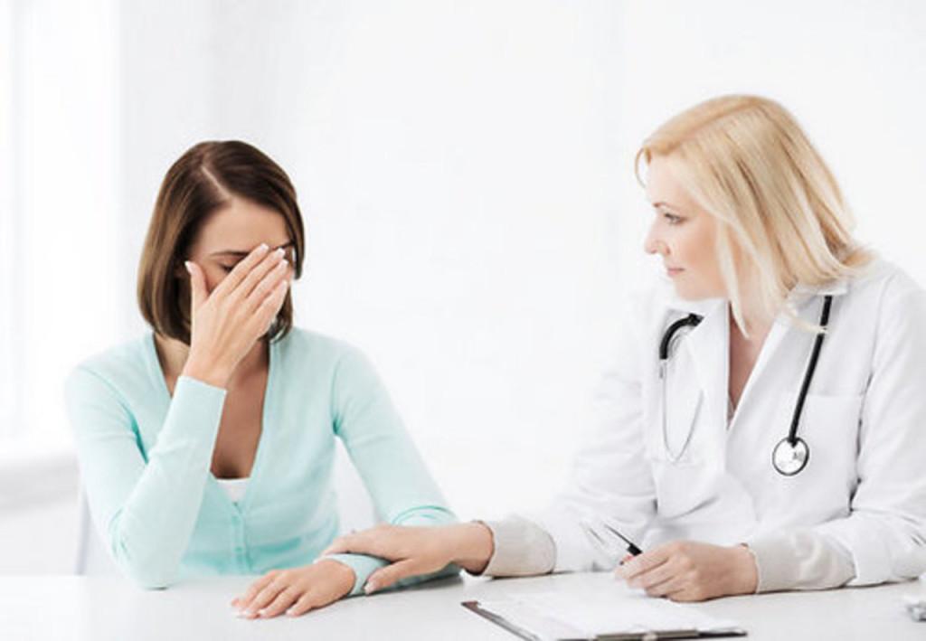 arsts-pacients-sieviete-kabinets-44978042